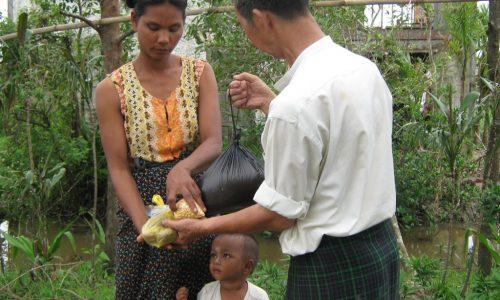 20090215_Burma_Nargis-SendingGiving070